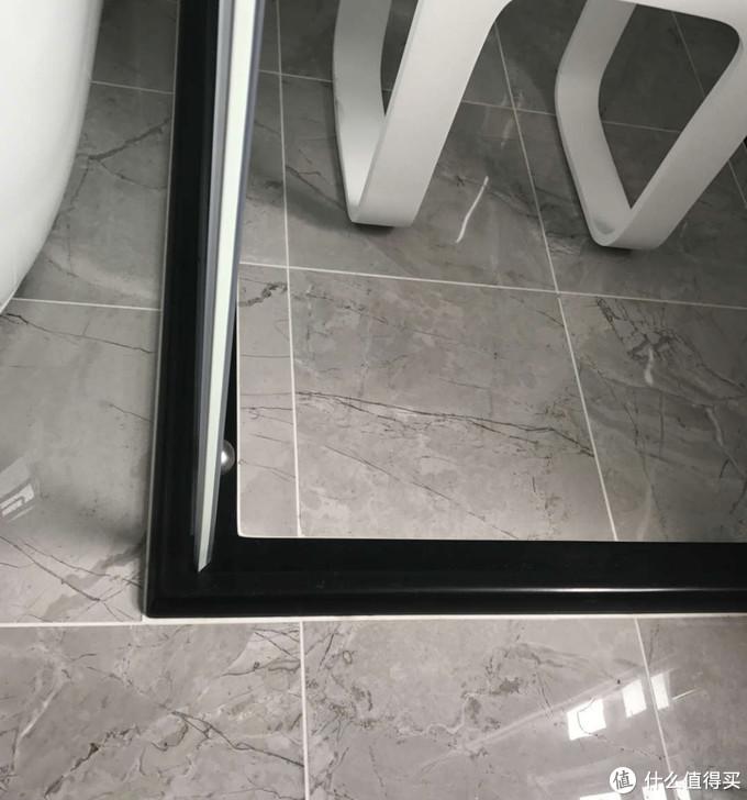 玻璃胶发霉怎么办?教你正确方法,让家光洁如新!
