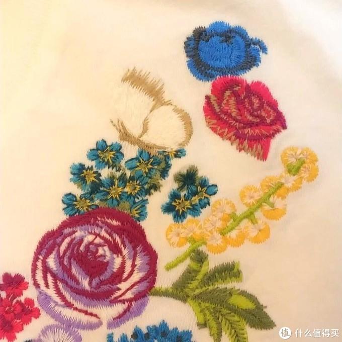 优衣库尾单系列(四)怀旧复古而又绚丽奢华的安娜苏刺绣T恤