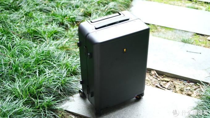 老罗推荐!我的第四个行李箱,简约而不简单:地平线8号曲面屏铝框20英寸登机箱简评