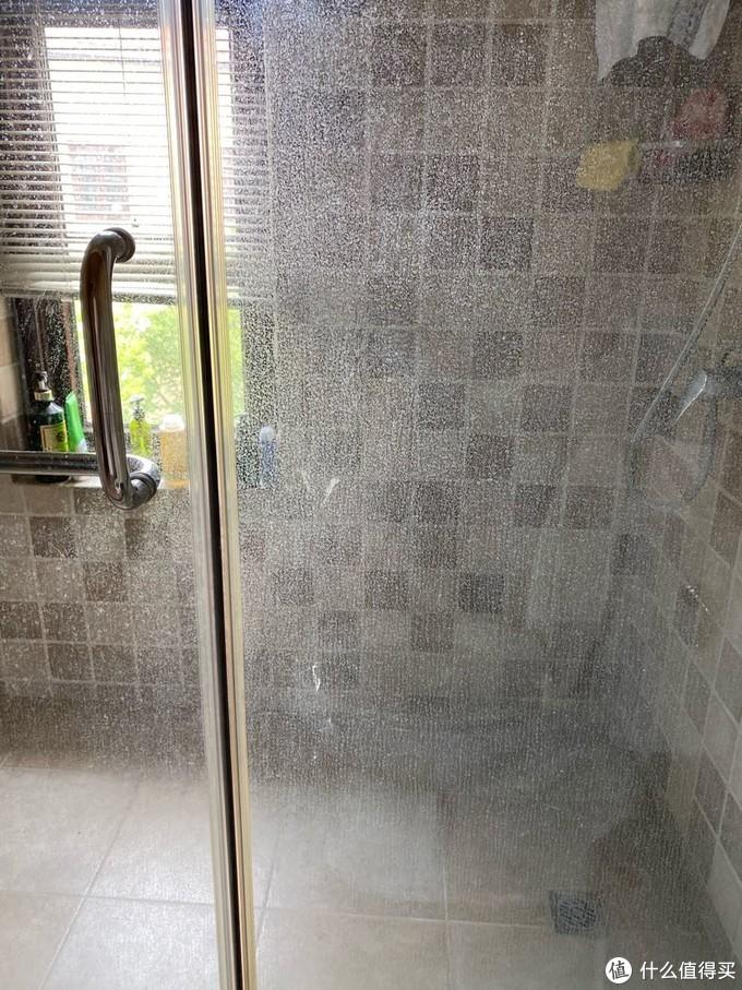 这是我老公那猪窝一样的浴室