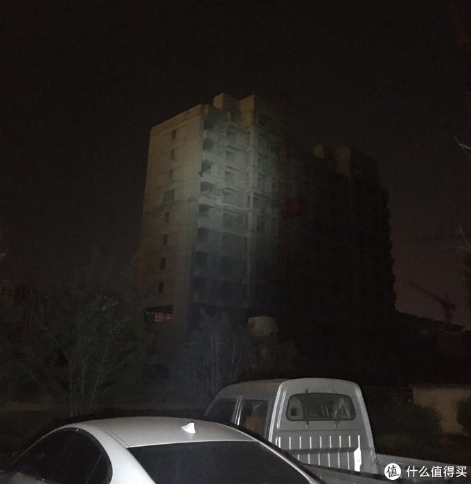 最高亮度,目测150米的建筑