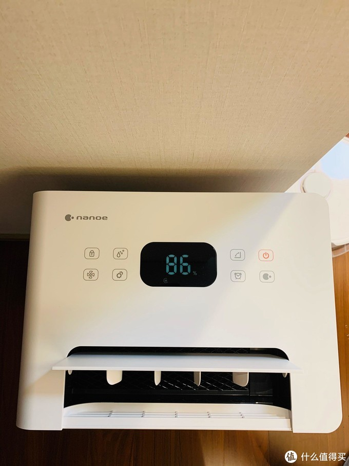 家里的湿度真的是让人太难受了,开机读数据百分之86的湿度。