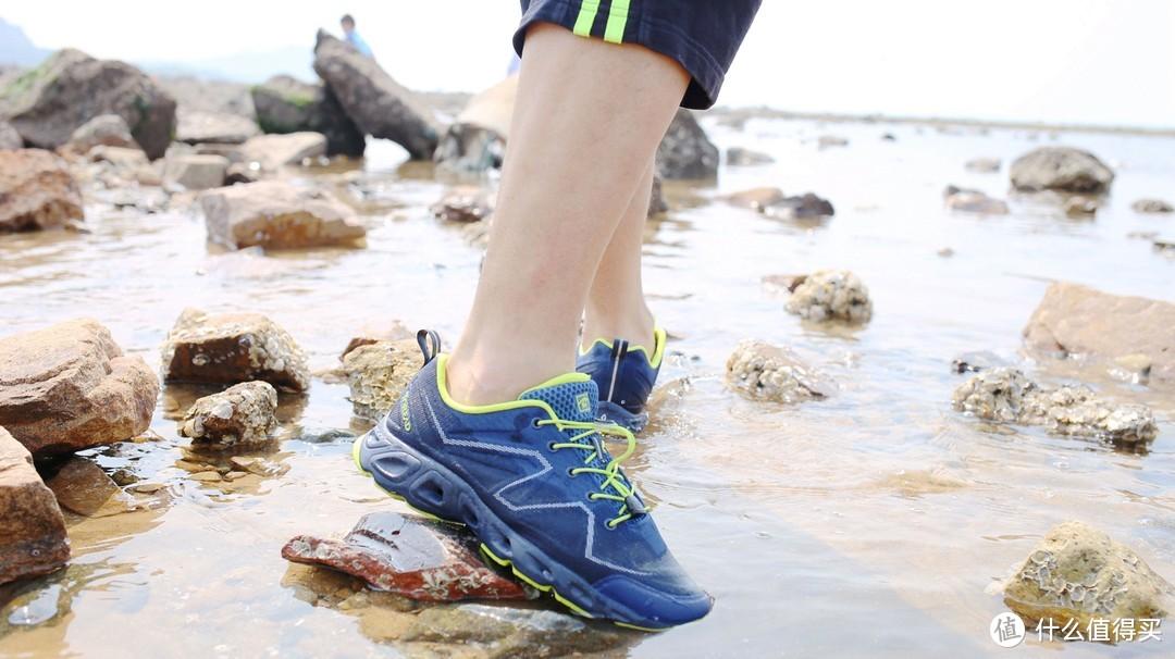 赶海摸鱼新装备--探路者仿生防滑溯溪鞋全体验