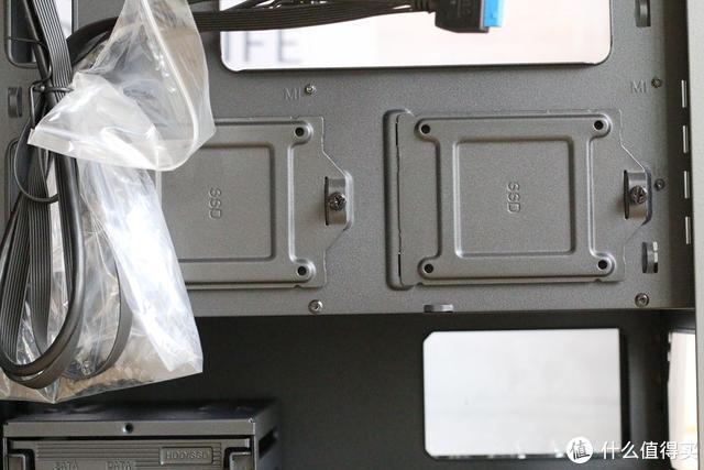 游戏党Mini机箱首选,侧透玻璃+磁吸防尘网-Tt启航者a1机箱测评