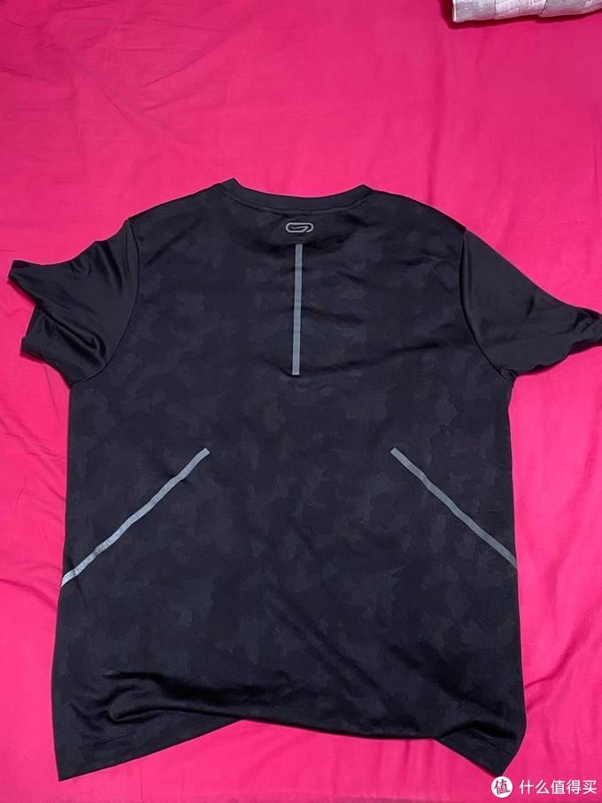 夏天到了,分享下这一年多为了跑步入的T恤和背心