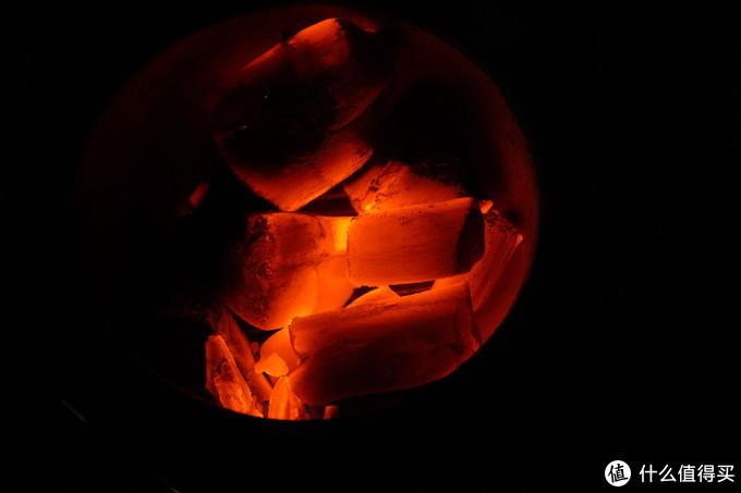 烧红的备长炭