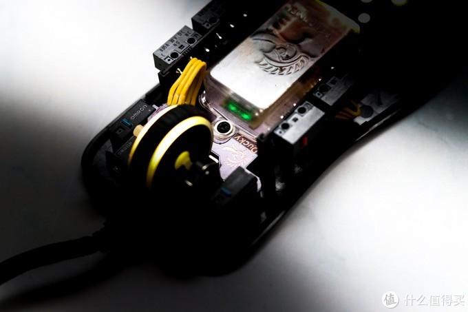吉利鸭看好电竞市场?Ducky 新鼠标曝光:对称设计,搭载PMW3389传感器