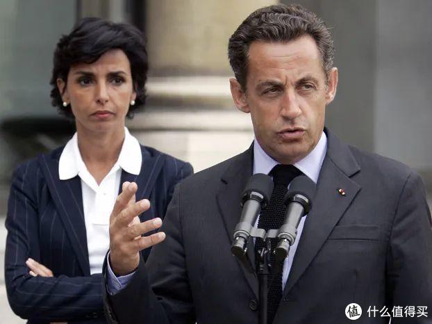 法国女人上班穿什么?反正不是小碎花、茶歇裙!| 职场穿搭