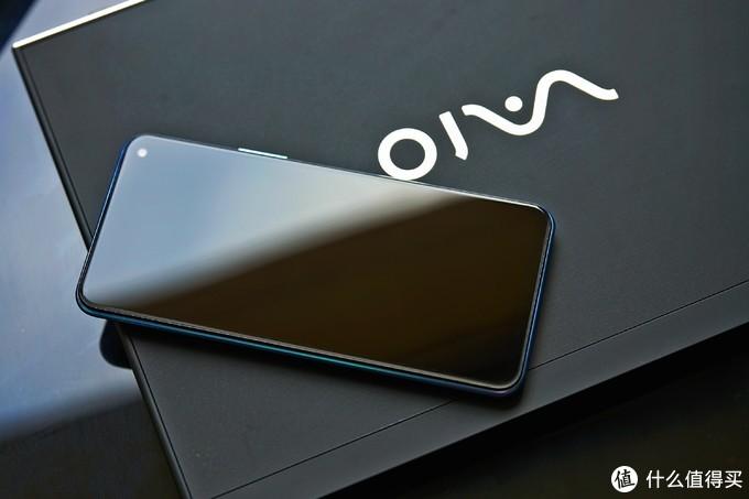 5G入门新机,炫彩后盖加持,iQOO Z1x到底是款怎么样的手机?