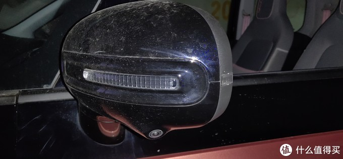 ↑ 左右后视镜下方各有一个摄像头,顺便说下E200是带有下电锁车后视镜自动折叠功能的,但在E300P上却被阉割了,希望正式量产版本可以加回来吧。