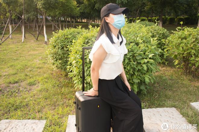 没法出去玩,研究研究行李箱都有哪些知识点?——地平线8号曲面屏细铝框行