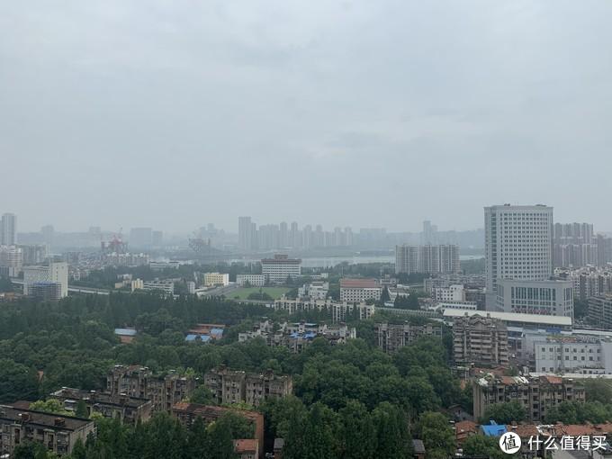 远眺汉江,大桥还在施工,水涨了好多,这算是八线江景房了!