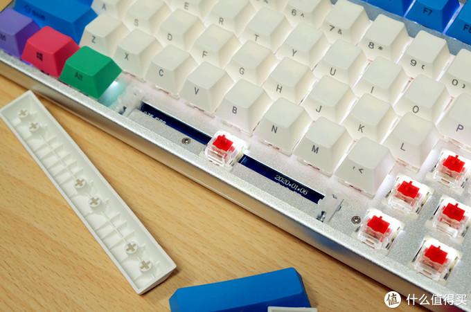 说到价格,我不是针对谁,在座的各位没一个能打的!RK K104Plus白光三模无线机械键盘