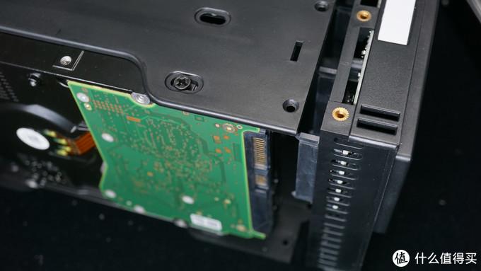 安全省心的DAS - 麦沃K35274D硬盘盒