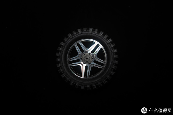KM雷神 1/8 奔驰4x4² G500 双五幅轮毂+卡钳+巫毒胎升级改装——仿真更进一步