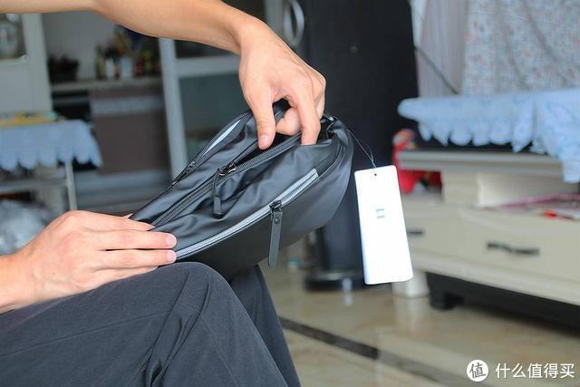 小米多功能运动休闲胸包,这是一款能告别到处翻找物品的烦恼包包