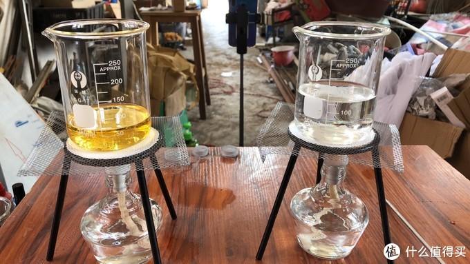 左面是油,右面是水
