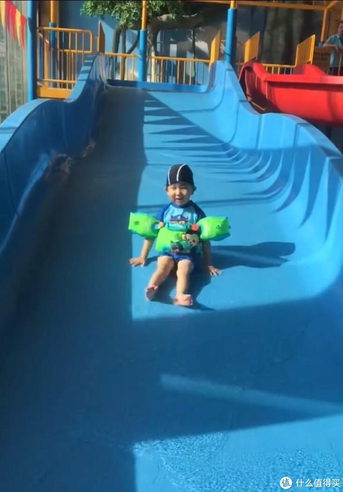 水上乐园玩滑梯