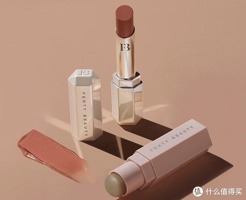 FENTY BEAUTY蕾哈娜上新「光采魔棒滋润唇膏」,自在丝滑、滋养双唇