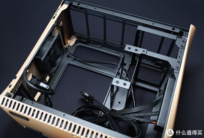 分形工艺(Fractal Design) Era ITX机箱 ATX电源安装架(右上1)、SFX电源安及2.5/3.5英寸硬盘装架(右上2)