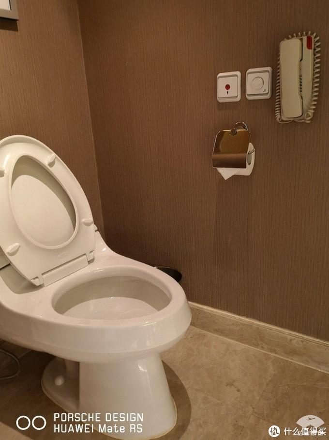 洗手间配了电话