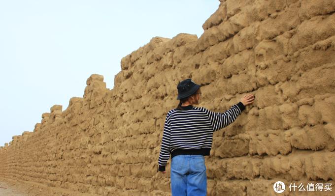 一摸就知道是新造的城墙