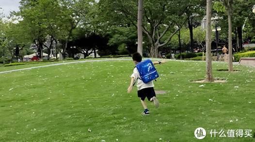 """要开学了,送侄子GMT for Kids 儿童护脊书包,装满习题""""好开心"""""""