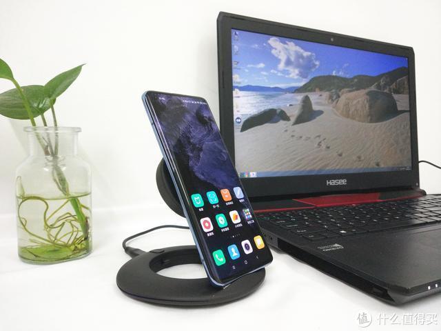 折叠无线充电器Z1:可随意调节充电板位置,手机站着也能充电
