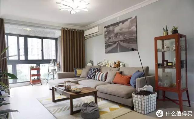 小户型的客厅,选择了这样的沙发,感觉整个空间实用了好几倍