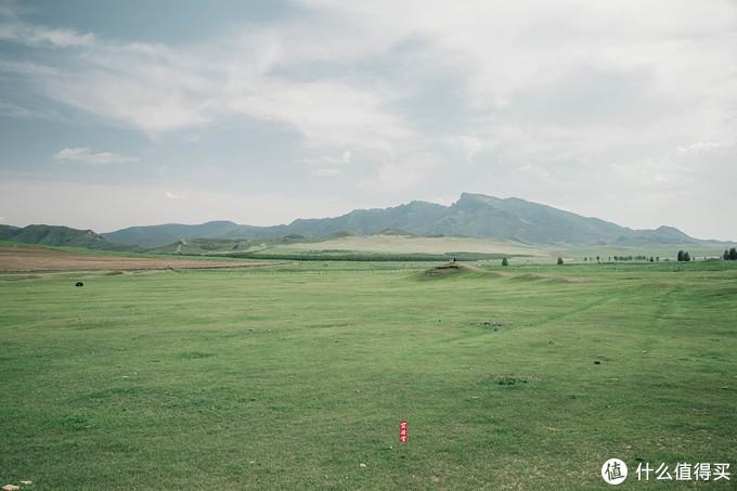 内蒙古赤峰市多尔博勒金和仑的金界壕屯兵堡遗址,图中站在城墙上的小点就是不想走烂路的领导