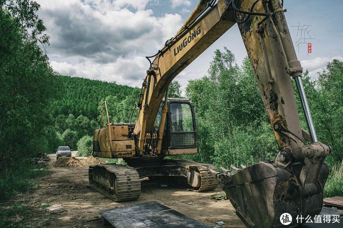 横穿大兴安岭的道路一路都在修,内蒙古正在把这条路升级为省道。
