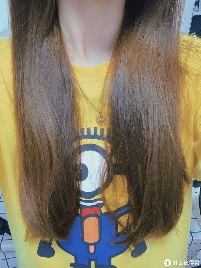 头发吹干后也不会有毛糙感,还很柔顺