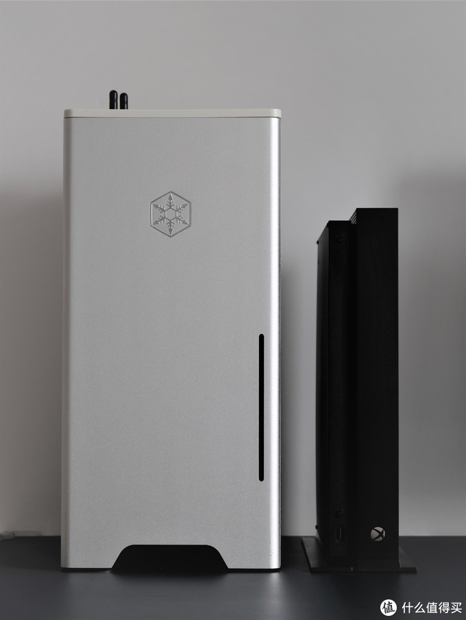 组装一台桌面垃圾桶!——垂直风道itx机箱之银欣FT03 mini