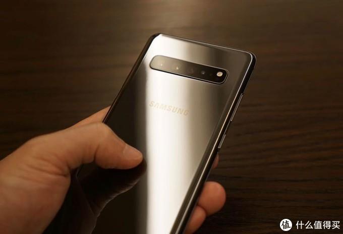 上手去年的Android S10 5G