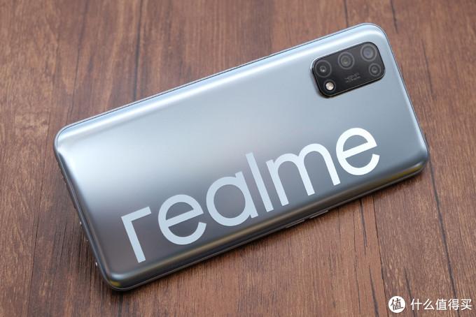 1399元的realme V5,5G和高刷新率都有,长得还很像华为P40!