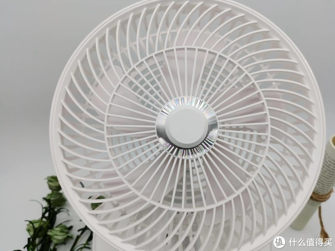 """夏日黑科技风扇,拥有折叠收纳、无线续航,在家就能享受自然风的""""全能选手"""""""