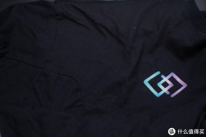 iGame GATALYST幻光T恤,晚上能发光的T
