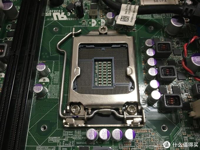 LGA1155的座子,旁边两个DDR3内存插槽