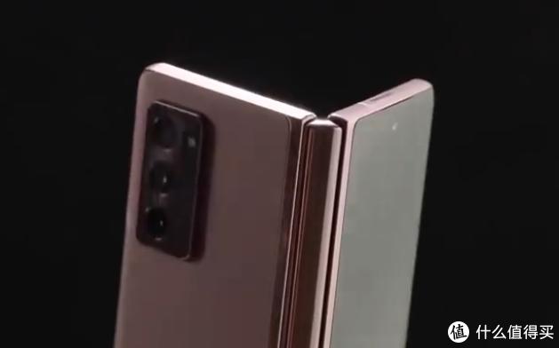 三星第二代折叠屏Galaxy Z Fold 2上手视频曝光:内外屏尺寸增大、取消刘海