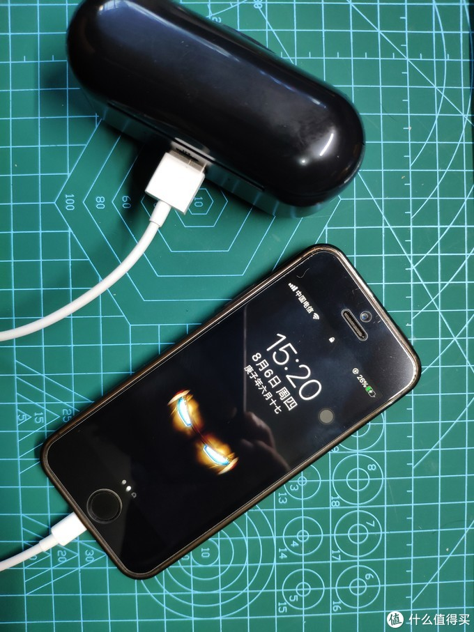 给iPhone SE充电,显示充电,并且电量是会增长的