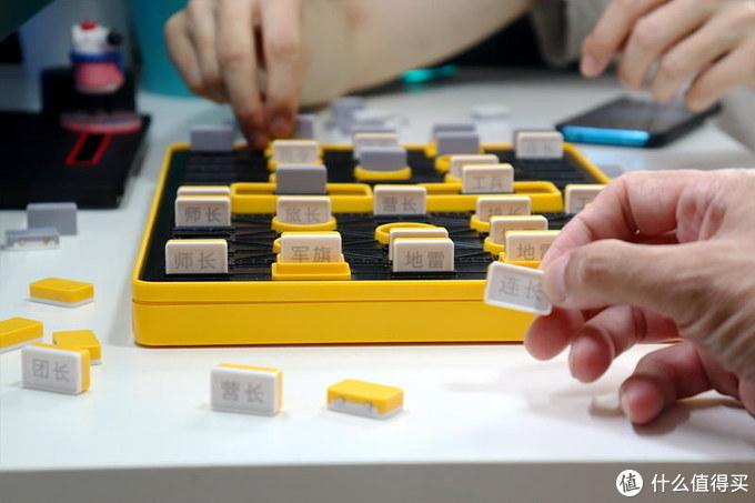 无需裁判,2人也可玩暗棋,重温面对面家庭娱乐:计客智能军棋体验