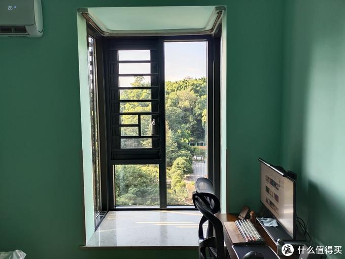 为了更安静舒适的室内环境,最后选择了断桥铝门窗