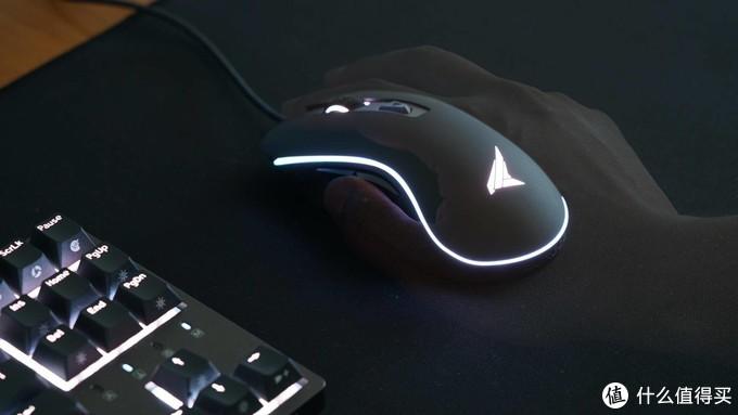 一切为了集齐一套装备:杜伽LEO600游戏鼠标和P300鼠标垫简评