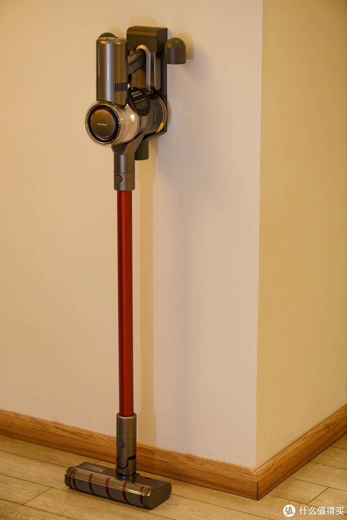 搭配挂架可以挂在墙上,更加节省空间。