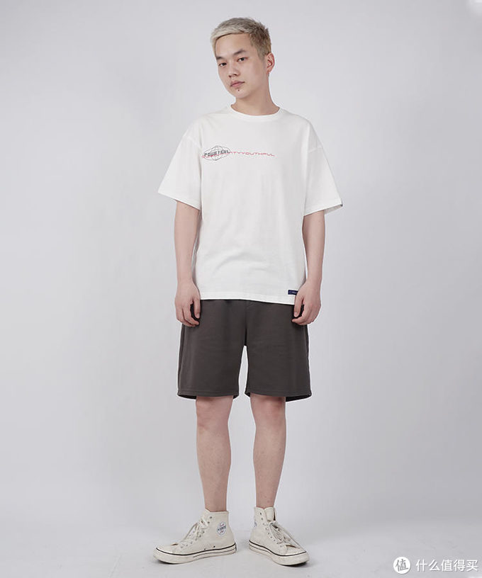 功能至上的短裤,三分清凉,几抹色彩,十分舒适。
