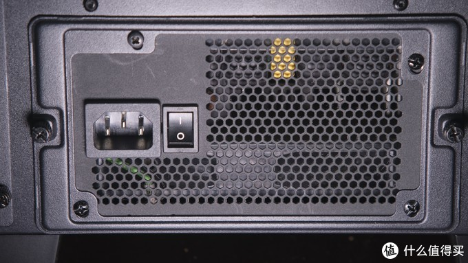 这个机箱彻底治好了我的硬盘不足恐惧症!