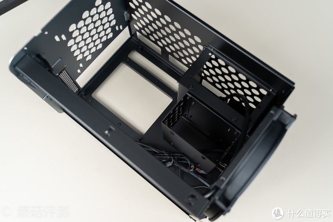 创意设计,风道优秀,用料厚实!乔思伯 JONSBO V8抽拉式机箱 评测