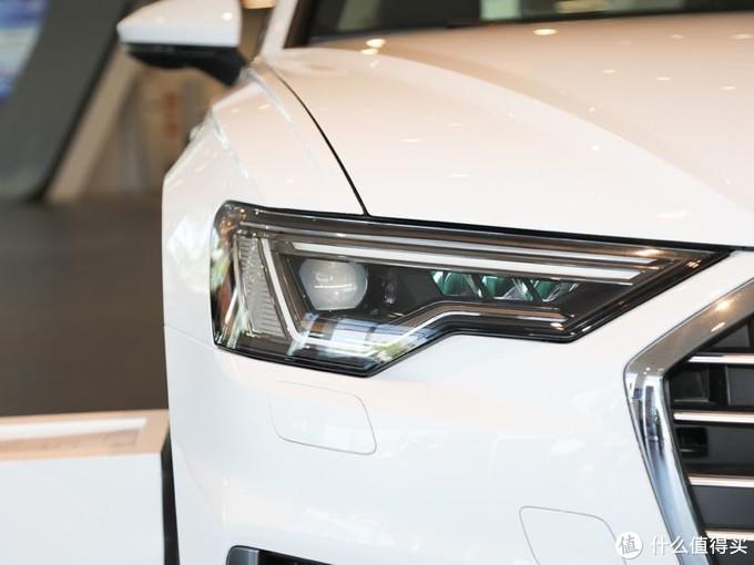 低配版车型配备的是普通矩阵式LED大灯