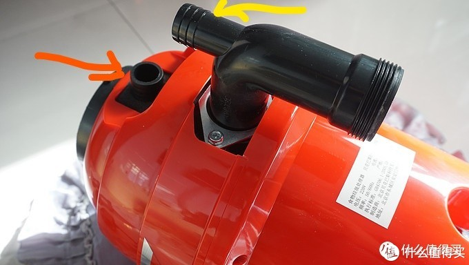 黄色箭头是弯头连水槽溢水管的地方,红色箭头是垃圾处理器连洗碗机排水管的地方