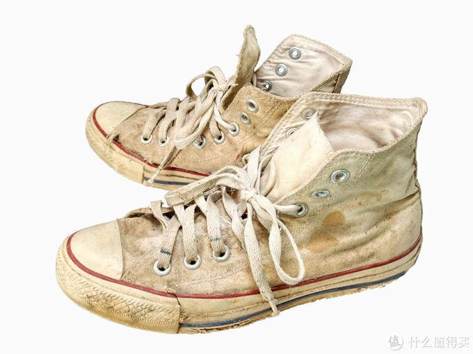 小白鞋污渍发黄难清洗?扔掉太浪费!这些方法get后还你崭新白鞋~